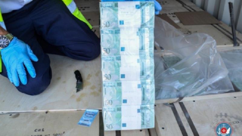 """Bancnote """"false"""" în valoare de 1 miliard de dolari, emise în Rusia"""