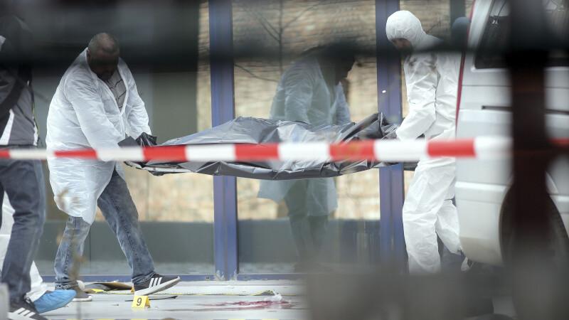 Sinucidere șocantă. S-a aruncat de la etajul 4 de față cu fiul său și echipajul de la Ambulanță
