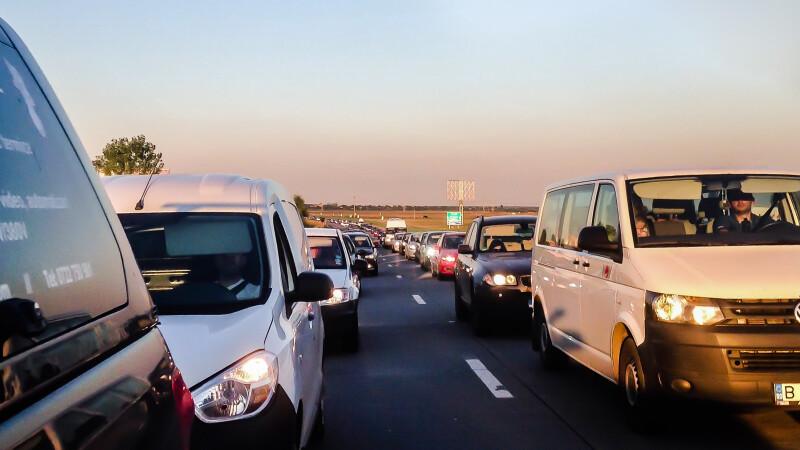 """Anunț de la ministrul Transporturilor: """"E anormal"""". Când nu vor mai fi blocaje pe Autostrada Soarelui"""
