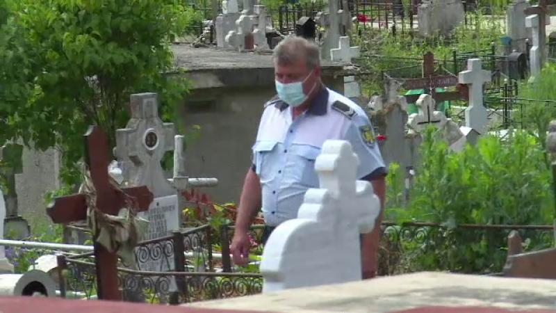 Polițist în cimitir