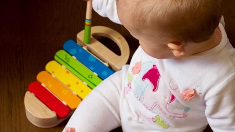 (P) 6 beneficii educaționale ale jucăriilor