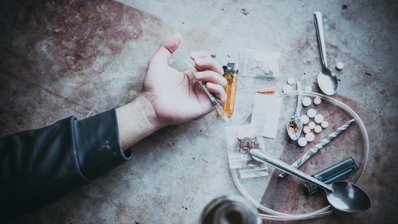 Raport ONU: Pandemia stimulează producţia şi consumul de droguri