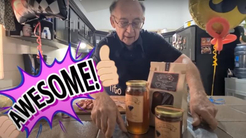 Un bunic rămas fără slujbă din cauza pandemiei a devenit faimos pe YouTube. VIDEO