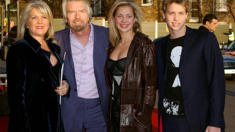 Fotografie de familie a miliardarului Richard Branson furată din Anglia, descoperită în Vaslui. Cum a fost posibil