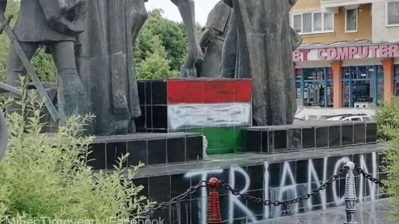 Statuia lui Mihai Viteazul din Sfântu Gheorghe a fost profanată. Autorii au desenat steagul Ungariei
