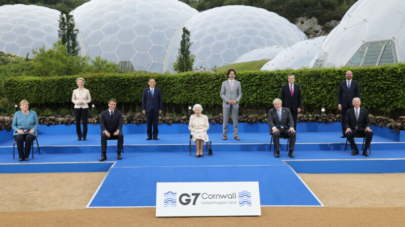 Regina Elisabeta a II-a, la fotografia de grup cu liderii G7: \