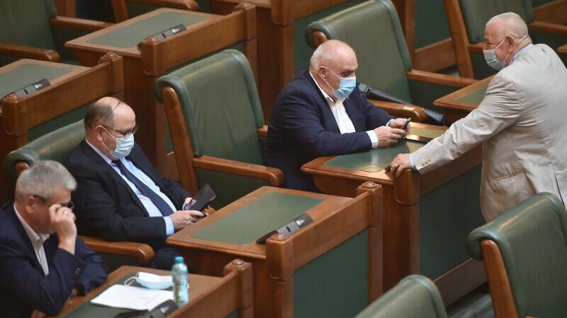 A început şedinţa în care este citită moţiunea de cenzură iniţiată de PSD, în Parlament