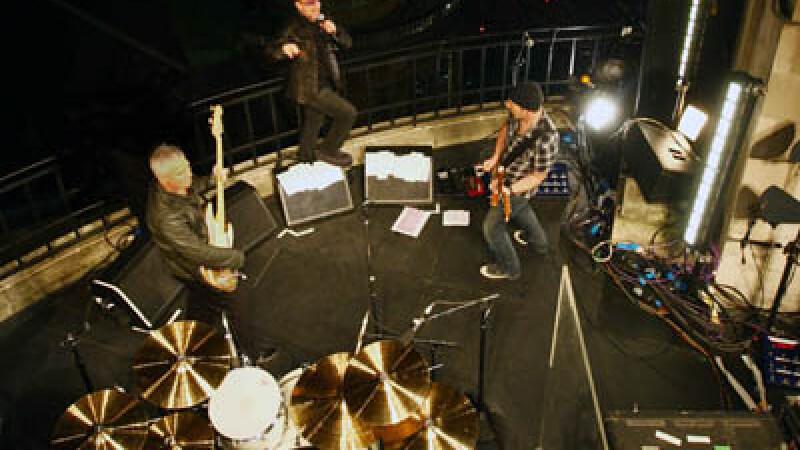 U2 pe acoperisul BBC