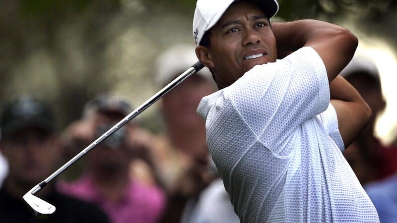 Tiger Woods profita si de raposatul tata ca sa faca un ban!