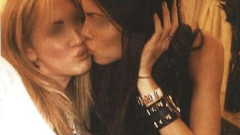 Femei care se saruta, la petrecerile lui Silvio Berlusconi