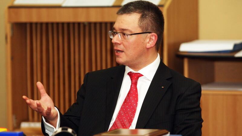 MOTIUNEA DE CENZURA a fost adoptata cu 235 de voturi. Guvernul Ungureanu a cazut