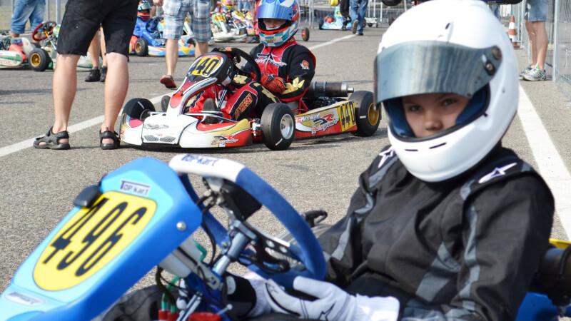 FOTO. Un copil de 12 ani se lupta pentru titlu de campion mondial la karting