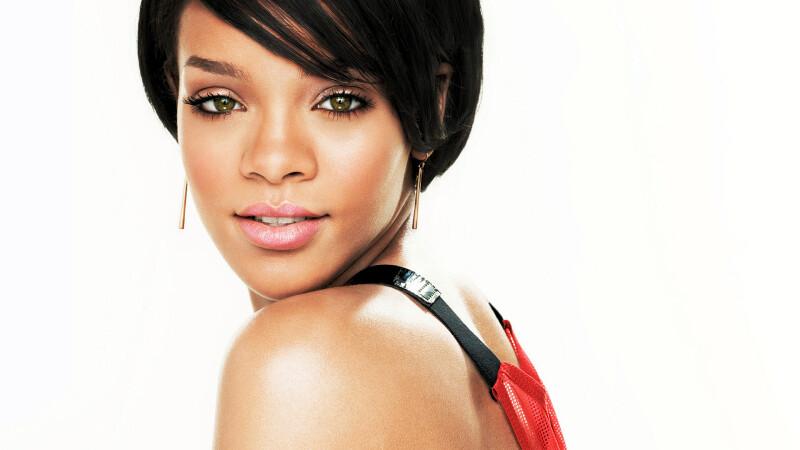 Este PRIMA DATA cand o vedem in aceasta ipostaza. Rihanna, din nou in centrul unui mega-scandal.FOTO