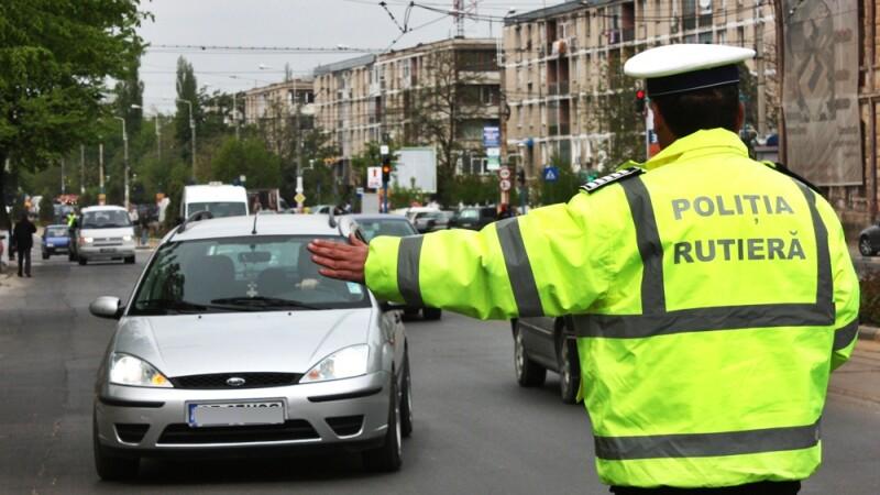 Scene incredibile in Bucuresti. Un sofer baut a incercat sa-i ia pistolul unui politist rutier