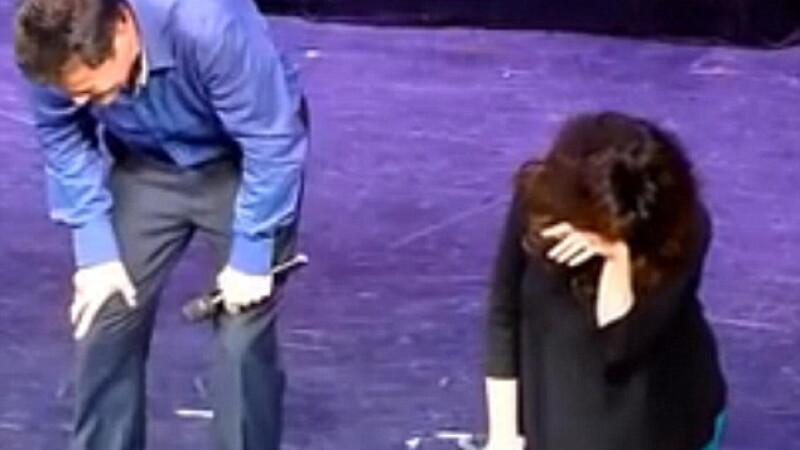 Cel mai penibil moment pentru o vedeta. Ce a patit pe scena. VIDEO