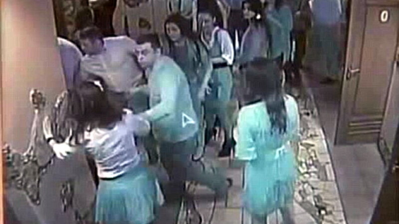 VIDEO. Party de 18 ani in Ucraina: pumni in cap, haos, mese rupte si femei batute ca in luptele K1
