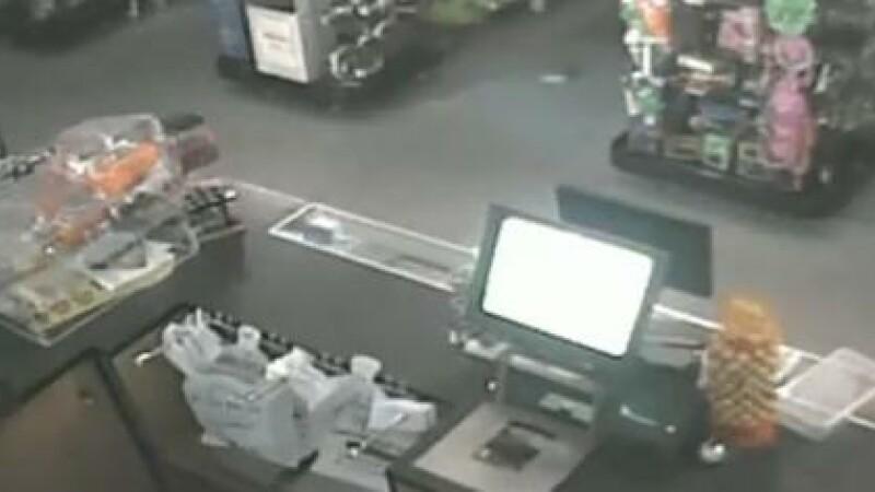 VIDEO. Fenomen inexplicabil intr-un magazin. Proprietarul crede ca a fost vizitat de o fantoma