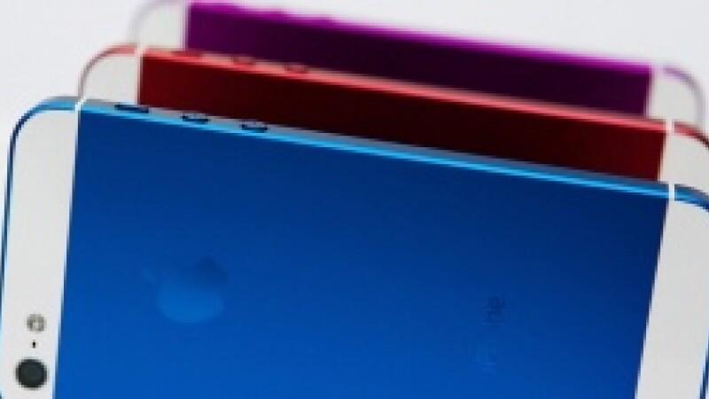 Apple anunta lansarea unui iPhone ieftin, din plastic. Ce caracteristici va avea si cat va costa
