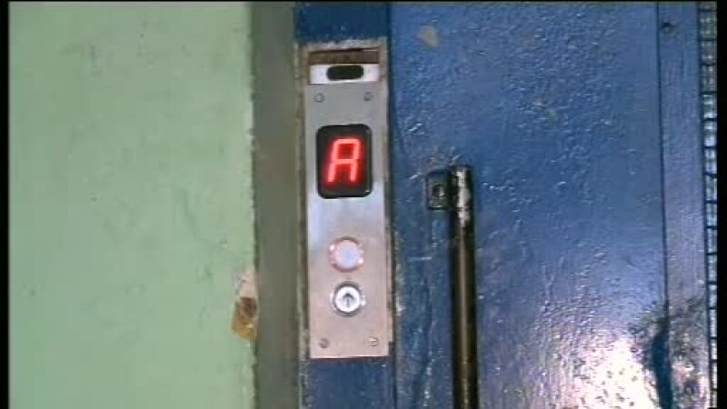Doi raniti, dupa ce un lift s-a prabusit la Casa Presei. Autoritatile refuza sa ofere informatii