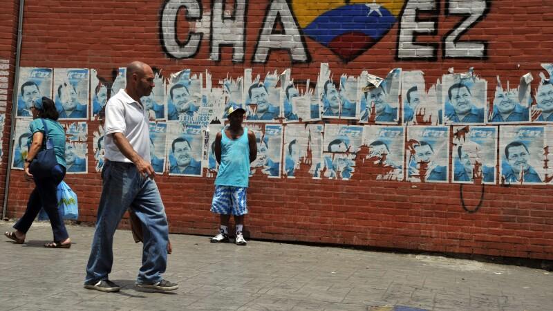 Locuitorii unui cartier din Caracas, mandri ca vor fi vecinii corpului imbalsamat al lui Chavez