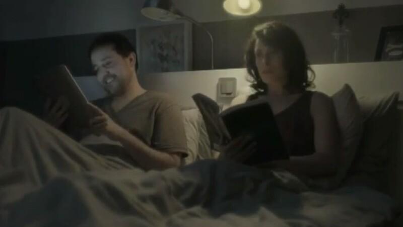 VIDEO. Reclama care demonstreaza ca tableta nu poate inlocui hartia in cele mai ... delicate momente
