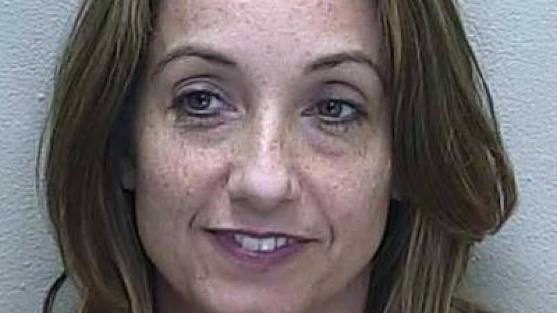 O profesoara de la un liceu din SUA, arestata dupa ce le-a trimis elevilor poze cu ea goala
