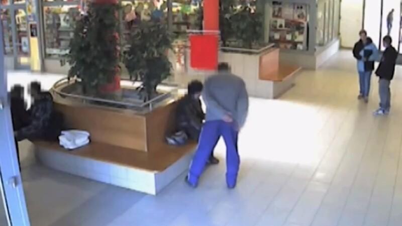 femeie batuta mall Cehia