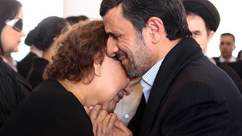 Mahmoud Ahmadinejad, Elena Frias (mama lui Hugo Chavez)