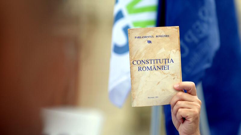 Sinodul Moldovei vrea in Constitutie articole cu referire la Dumnezeu sau la rolul familiei