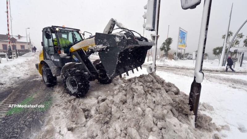 MAE: Sute de romani si cel putin sase autocare sunt blocate in Ungaria din cauza vremii