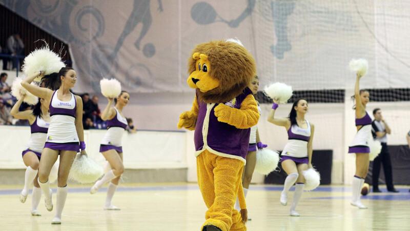 Timmy, mascota echipei BC Timisoara, a ramas fara hainute. Cum a fost posibil