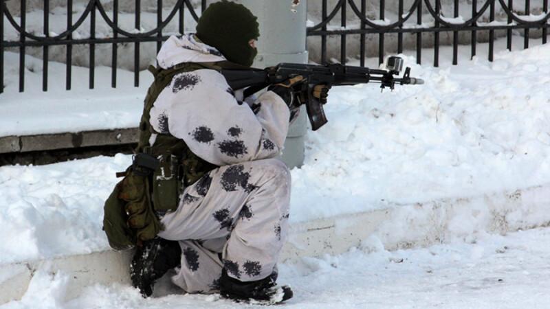 soldat rus in camuflaj de iarna
