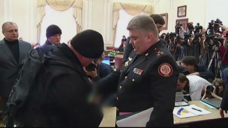 Doi oficiali ucraineni, acuzati de coruptie, au fost arestati in timpul sedintei de Guvern. \