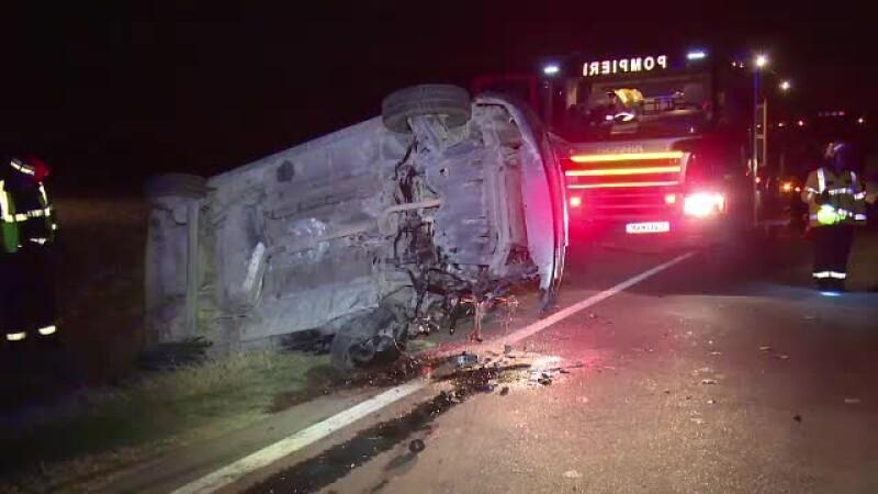 Un politist din Mioveni a izbit 6 masini, dupa care a fugit de la locul accidentului: \
