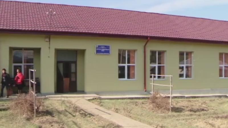 O scoala din Iasi a fost vandalizata. Satenii banuiesc o reglare de conturi intre doua familii