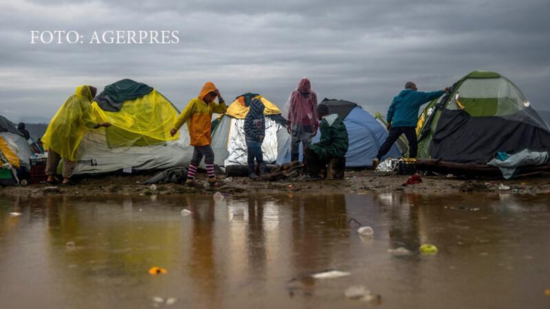 tabara de refugiati in ploaie in Grecia