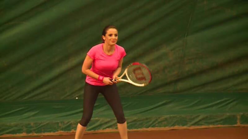 Ramona Paun jucand tenis