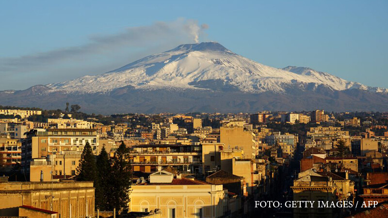 vulcanul Etna erupe