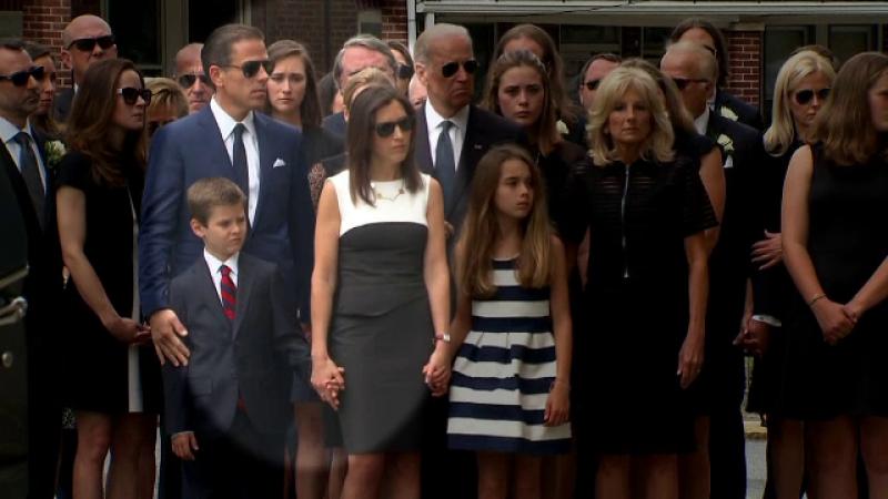 Fiul cel mic al lui Joe Biden, Hunter, a anuntat ca are o relatie cu vaduva fratelui sau. Beau Biden a murit in 2015