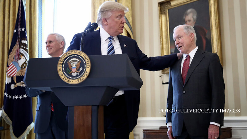 Donald Trump si Jeff Sessions