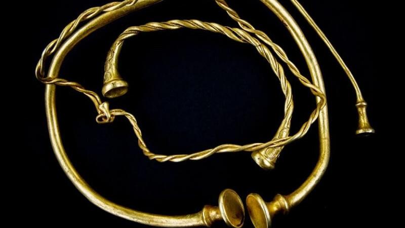 coliere de aur