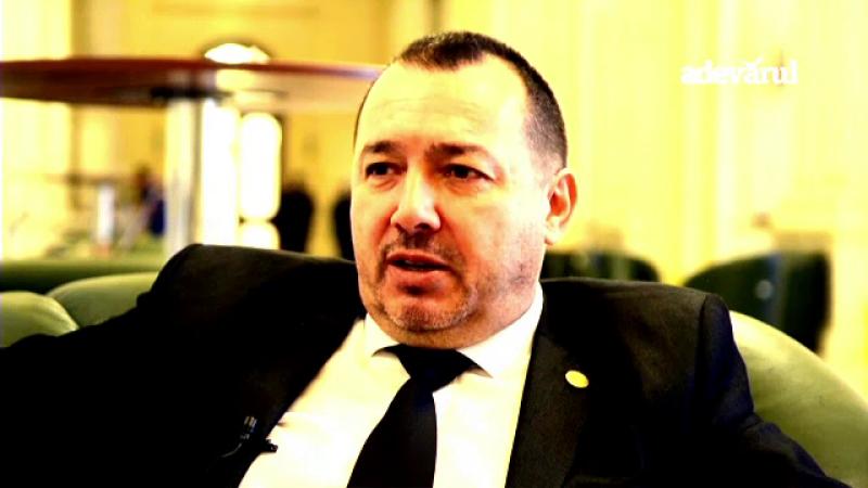 Radulescu a declarat politiei ca arma cu care s-a laudat e de decor: