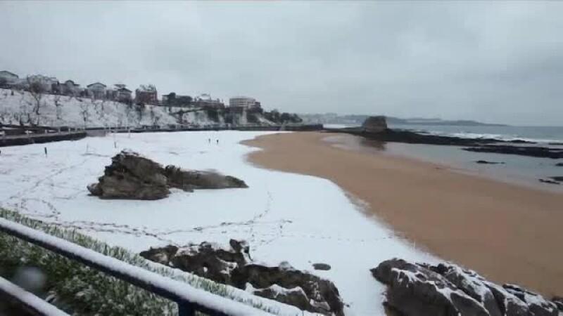 Plajele din Spania, acoperite de zăpadă. Autorităţile au anunţat cod roşu