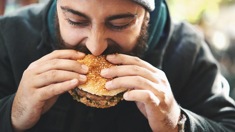 De ce ne este mai foame când e frig. Efectul neaşteptat al gerului asupra siluetei