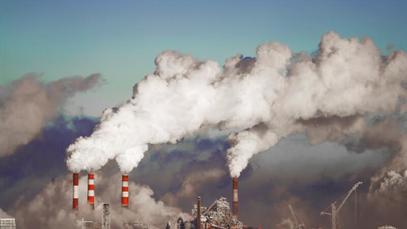 Din cauza poluării, românii au ajuns să respire iarna acid sulfuric. Cum ne putem apăra