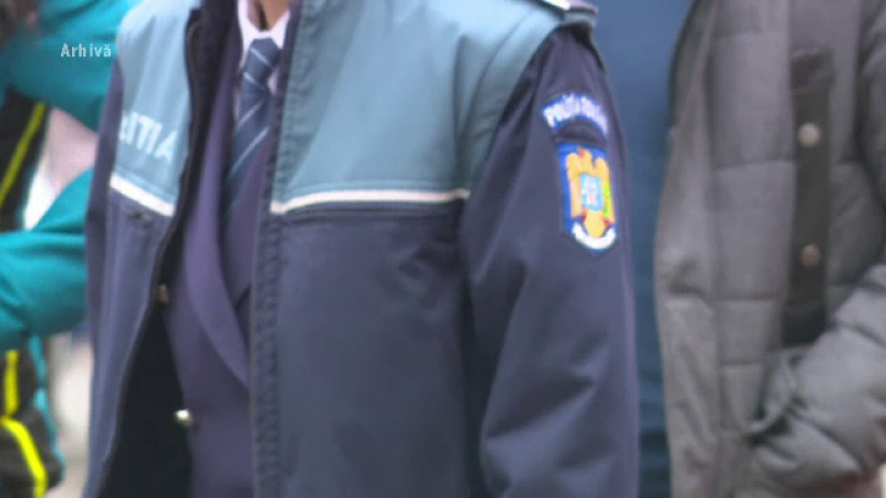 Zeci de poliţişti pichetează Ministerul de Interne: