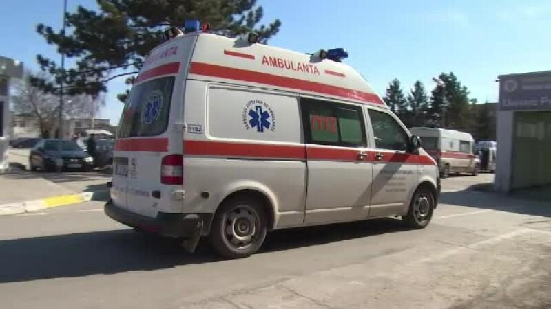 Doi bărbați au ajuns la spital, după ce au leșinat într-o fosă septică