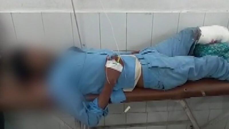 Imagini șocante, într-un spital din India. Un pacient doarme cu capul pe piciorul amputat