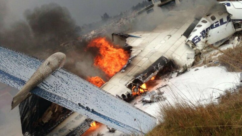 Avion prăbușit pe aeroportul Kathmandu din Nepal. Cel puțin 39 de persoane au murit