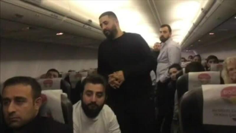Pasageri ţinuţi 13 ore în avion, la sol